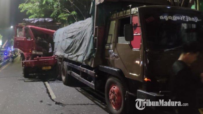 Diduga Ngantuk, Sopir Truk Asal Pasuruan Hantam Pantat Truk Parkir di Jalan KH Wahid Hasyim Sampang