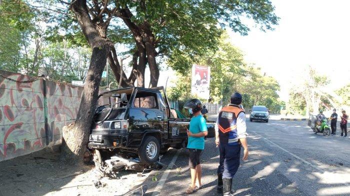 Sopir Kurang Perhatikan Jarak Aman, Mobil Pikap Hantam Motor lalu Tergilas, Begini Kondisi Korban
