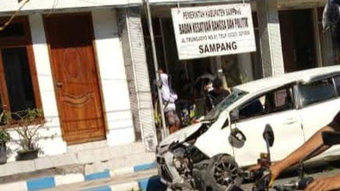 Mobil Toyota Calya Putih Alami Kecelakaan di Sampang, Simak Kondisi Kendaraan Hingga Penyebabnya