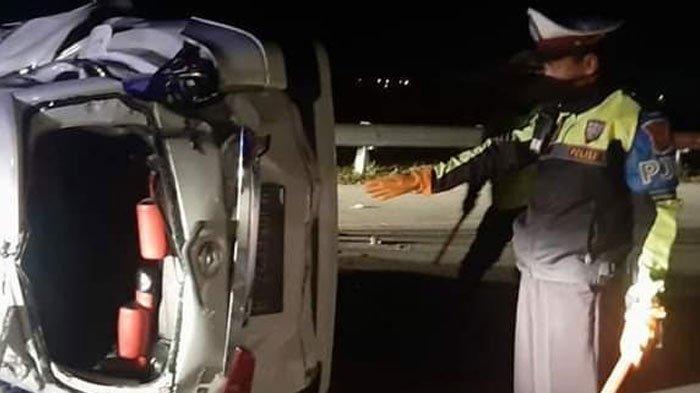 Mobil Daihatsu Xenia Muat Melaju dari Jakarta ke Bangkalan, Hantam Pembatas Jalan, 8 Penumpang Luka