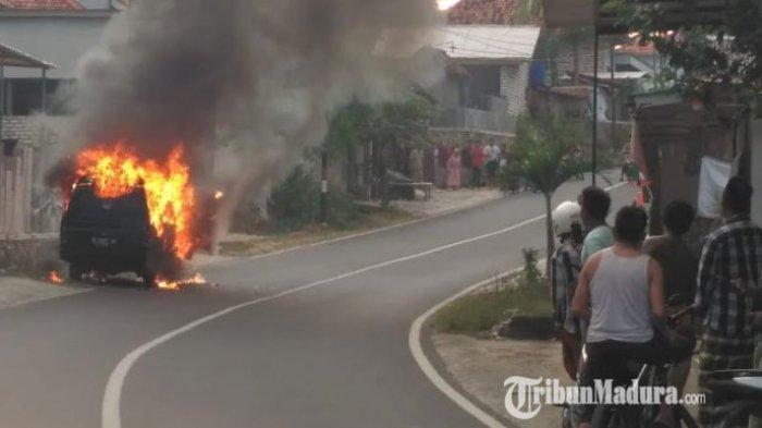 Mobil Carry Rombongan Pengajian Terbakar di Pamekasan, Disebabkan Korsleting Listrik di Bagian Mesin
