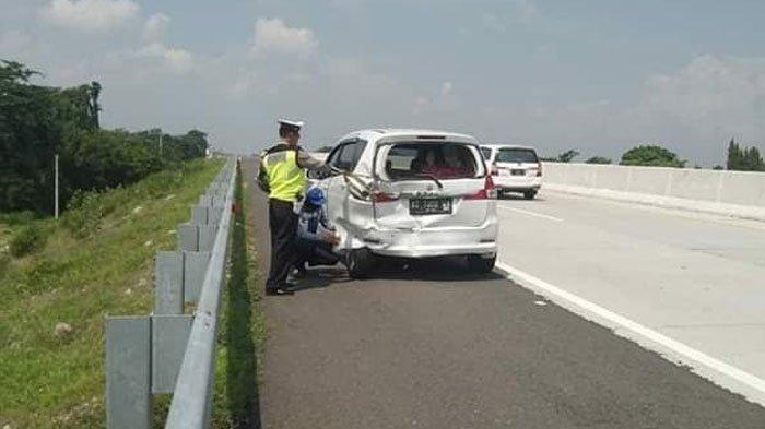 Mobil Suzuki Ertiga Ditabrak Mobil Mitsubishi L300 Kecepatan Tinggi di Jalan Tol, Pengemudi Ngantuk