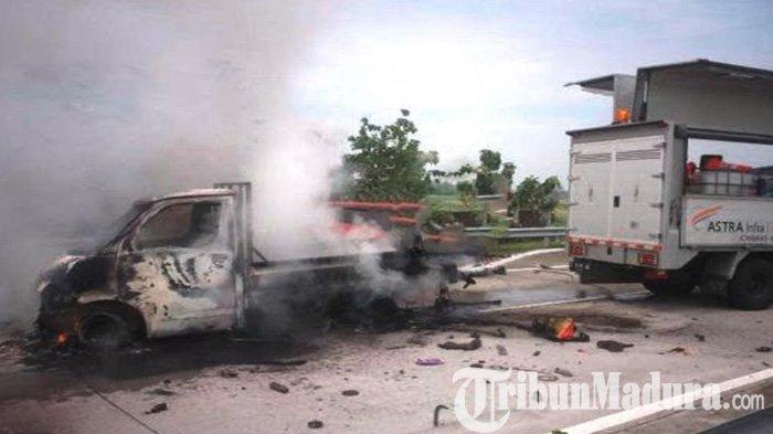 Honda Jazz Seruduk Gran Max di Tol Jombang-Mojokerto, Mobil Melintang Ludes Terbakar, Ini Akibatnya