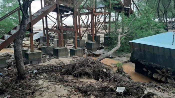 Fasilitas Wisata Pantai Lon Malang Rusak Diterjang Ombak Tinggi, Kerugian Capai Ratusan Juta Rupiah