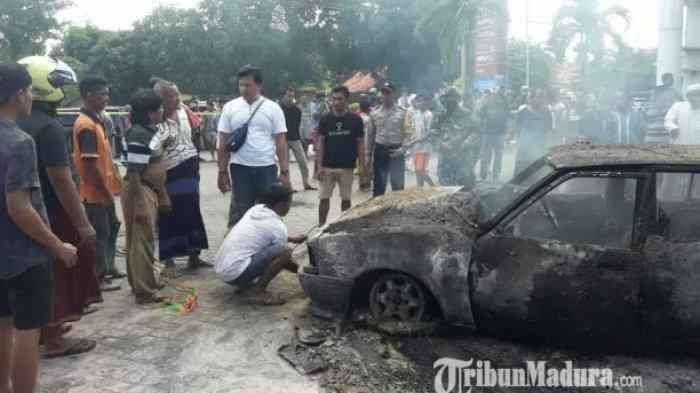 BREAKING NEWS - Mobil Sedan Terbakar di SPBU Sotaber Pamekasan, Berawal dari Pemilik Mengisi Bensin