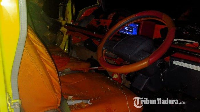 Kondisi truk barang dan truk tronton usai kecelakaan di Jalan Raya Ambat, Pamekasan, Madura, Sabtu (19/9/2020) sekitar pukul 02.00 WIB dini hari.