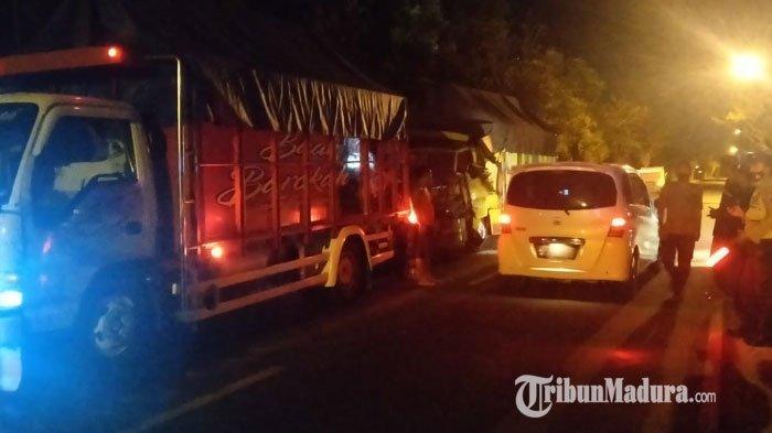 Truk Barang Hantam Truk Tronton dari Belakang di Jalan Raya Ambat Pamekasan, Kernet Tewas di Lokasi