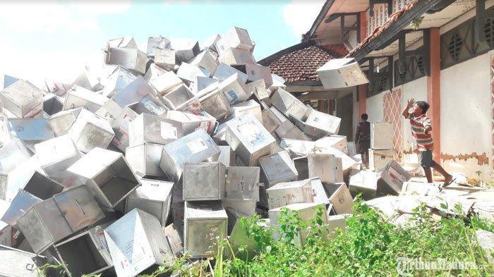 Tak Lagi Dipakai, Ribuan Kotak Suara Sisa Pemilu yang Berbahan Aluminium DilelangKPU Sumenep