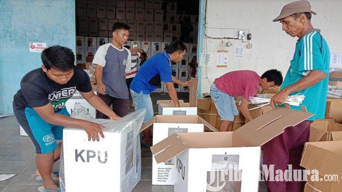 KPU Pamekasan Kerja Lembur Kebut Distribusi Logistik Pemilu, Pastikan Pengiriman Selesai Dilakukan