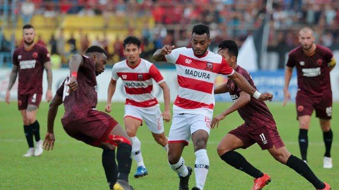Marckho Sandy Absen,Madura United Siapkan 2 Nama Pemain Pengganti saat LawanSemen Padang