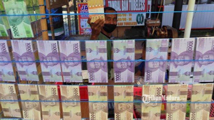 Pria ini Raup Untung Rp 40 Juta Berkat Jasa Penukaran Uang Baru, Bisnis Menjanjikan Jelang Lebaran