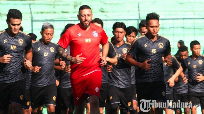Lapangan Sepak Bola Ditutup Karena Virus Corona, Arema FC Gelar Latihan Perdana di Lapangan Futsal