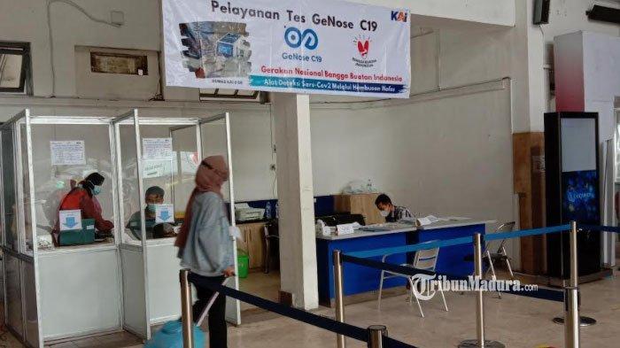 Layanan GeNose C19 sebagai syarat keberangkatan kereta api di Stasiun Malang, Minggu (28/2/2021).