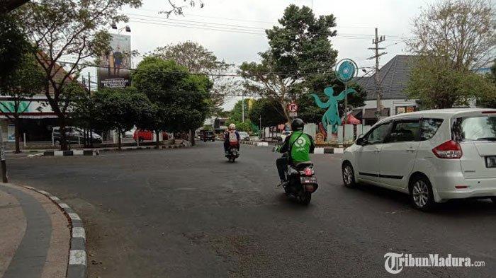 Oknum Suporter Sepak Bola di Malang Hadang Mobil Kurir Jasa Pengiriman Barang, Gedor-Gedor Kendaraan