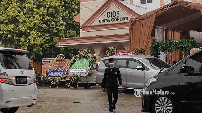 Hujan Warnai Resepsi Pernikahan Ustaz Abdul Somad dan Istri, Tamu Undangan Tampak Bawa Payung