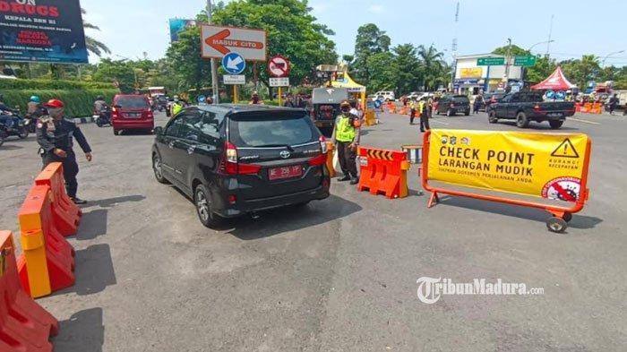 Kendaraan Luar Plat L Diperiksa di Pos Penyekatan Mudik Surabaya, Ada 17 Titik Penyekatan Perbatasan