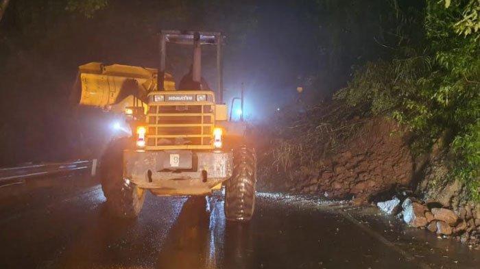 Longsor di Kawasan Payung, Jalur Utama Penghubung Kota Batu Menuju Kabupaten Kediri Ditutup