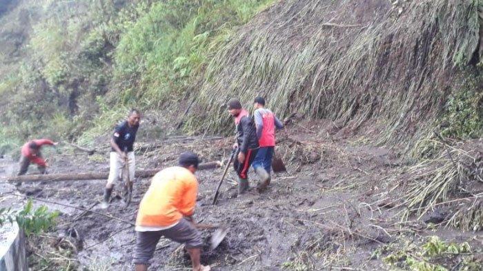 Longsor Tutup Akses Jalan Bondowoso-Banyuwangi, Satu Mobil Terjebak Material, Simak Kronologinya