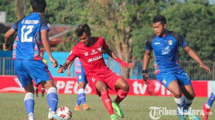 Madura FC UngguliMitra Kukar pada Babak Pertama Laga Lanjutan Liga 2 2019 diStadion Ahmad Yani
