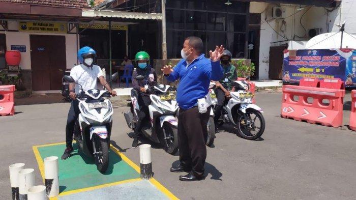 Satlantas Polres Kediri Kota Gelar Safety Riding dan Terbitkan SIM untuk Mahasiswa Papua
