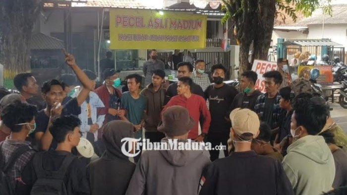 Kecewa Respon Kadisperindag Sumenep Ihwal Pasar Tradisional Mahasiswa Blokir Jalan