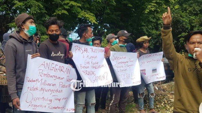 Mahasiswa Demo Kantor Disperindag Sumenep, Protes Pembangunan Pasar Tradisional yang Mangkrak