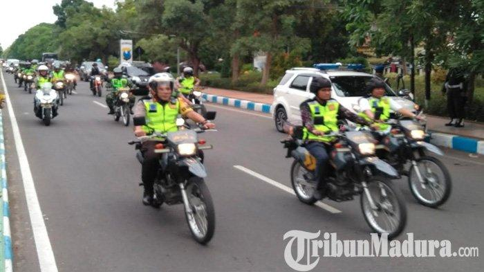 Sisir Gereja Menjelang Pergantian Tahun Baru, Pejabat Tinggi Bangkalan Naik Motor Trail