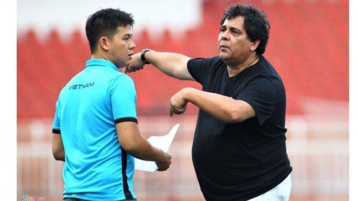 BREAKING NEWS - Carlos Oliveira Tiba di Indonesia, Arema FC Perkenalkan Pelatih Baru Lewat Zoom