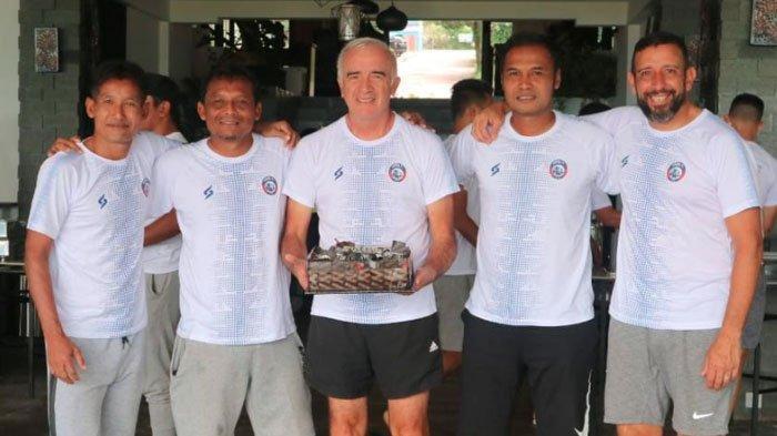 Arema FC Ditinggal Pelatih Kepala,Aremania DorongCharis Yulianto Gantikan SosokMario Gomez di Tim