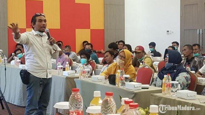 Ketua LBH Pusara Pamekasan Beri Wawasan Perihal Isi UU No 22 Tahun 2009 ke 80 Sopir Madura