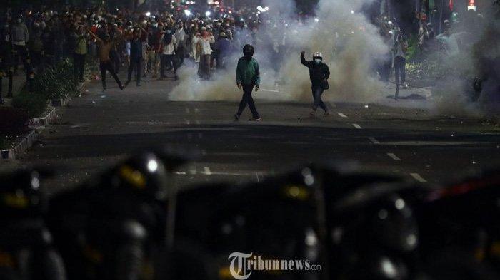 Massa Bayaran Diduga Jadi Pemicu Kericuhan di Jakarta, Amplop Berisi Uang Ditemukan Dari Massa Aksi