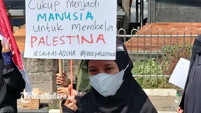 Ratusan Pemuda Gelar Aksi Bela Palestina di Depan Gedung DPRD Jatim, Bentuk Dukungan Lawan Agresi