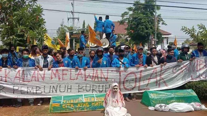 BREAKING NEWS - PMII Bangkalan Turun Aksi Tolak Omnibus Law UU Cipta Kerja di Depan Gedung DPRD