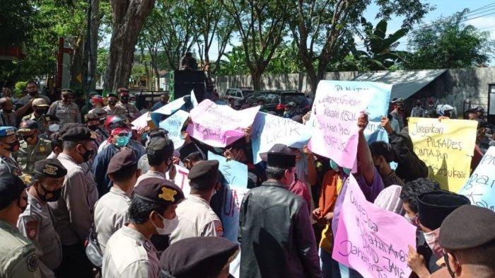 Pembentukan P2KD Diduga Curang, Warga Desa Tanjung Geruduk DPMD Pamekasan, Tuntut Pecat Ketua BPD