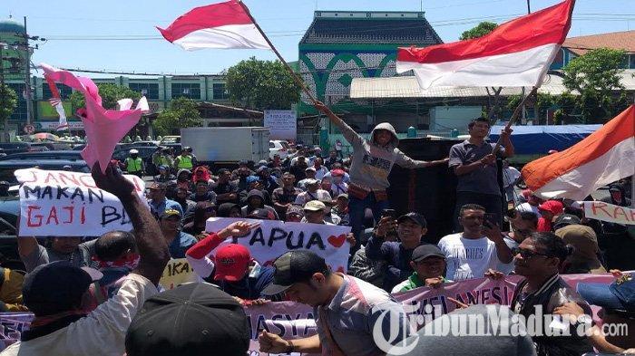 Masyarakat Melanesia Demo Pelantikan Anggota DPRD Jatim Periode 2019-2024: Jangan Makan Gaji Buta