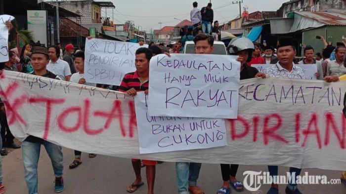 Didemo Ribuan Warga, PembangunanSPBU diDesa Palengaan Laok Pamekasan Dihentikan Sementara