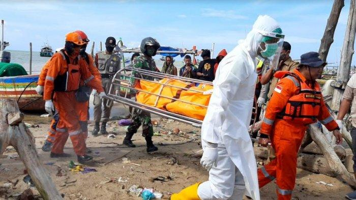 Sesosok Mayat Mengapung di Perairan Laut Tuban, Pakai Celana Pendek Biru Tanpa Baju & Bertubuh Gemuk