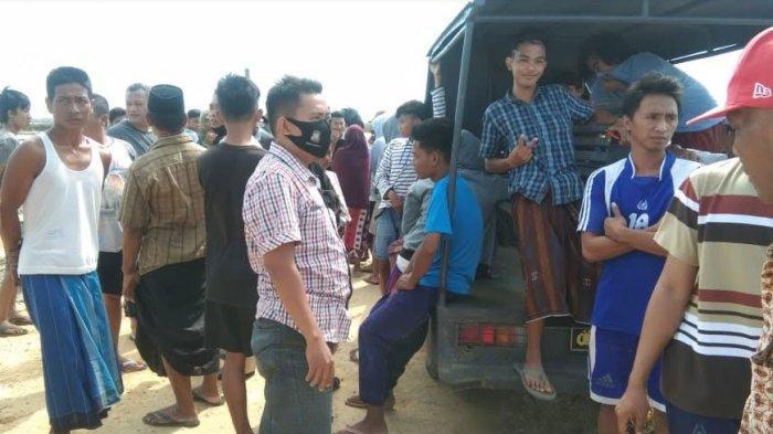 BREAKING NEWS: Mayat Petani Garam Tergeletak di Area Tambak Sampang, Diduga Kena Baling-baling Kayu