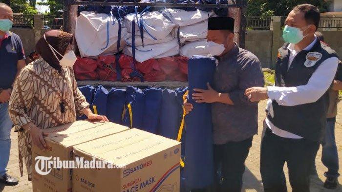 Mensos Bu Risma Berikan Bantuan ke Sejumlah Daerah di Jawa Timur, untuk RS Rujukan Covid-19