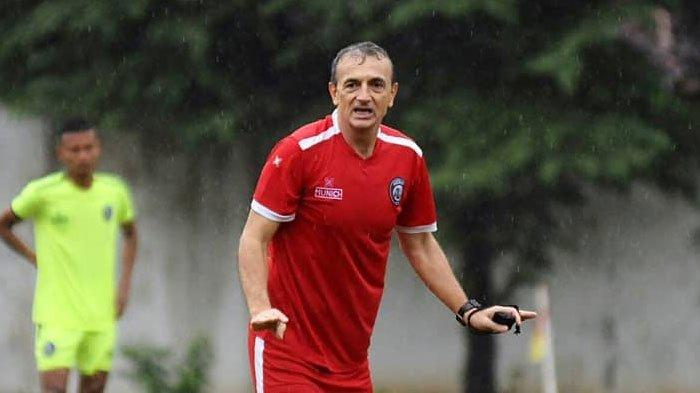 Semen Padang Ditinggal Mundur PelatihSyafrianto Rusli,Arema FC Optimistis Curi Poin di Padang