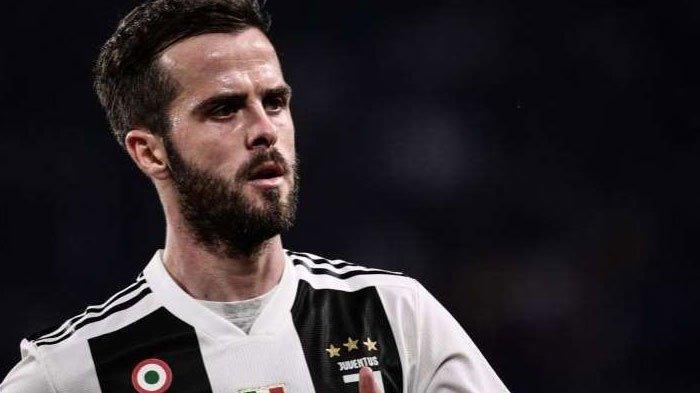 Selalu Dijadikan Opsi Kedua, Pjanic Bakal Dijual, Juventus Beralasan Krisis Akibat Covid-19