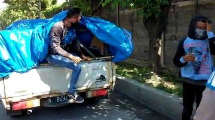 5 Penumpang dan 1 Sopir Terjaring Razia PSBB, Nekat Masuk Surabaya Pakai Mobil Muatan Barang