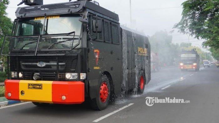 Ledakan Covid-19 di Bangkalan,28 Ton Cairan Disinfektan Basahi Jalanan di Kawasan Zona Darurat