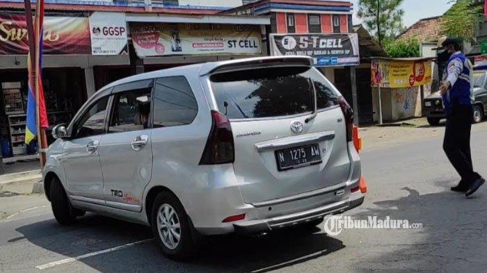 Gelagat Aneh Sopir Mobil Tercium Petugas di Blitar, Bawa Satu Keluarga dengan Identitas Samarinda
