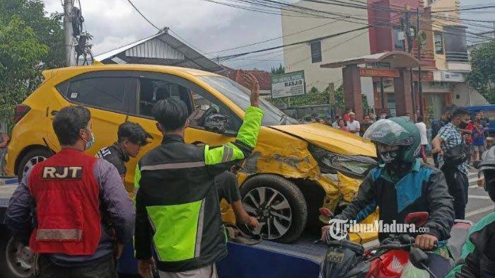 Honda Brio Tabrak Mobil Boks dan 2 Motor di Jalan Mayjen Panjaitan Malang, Pengemudi Gendong Anak