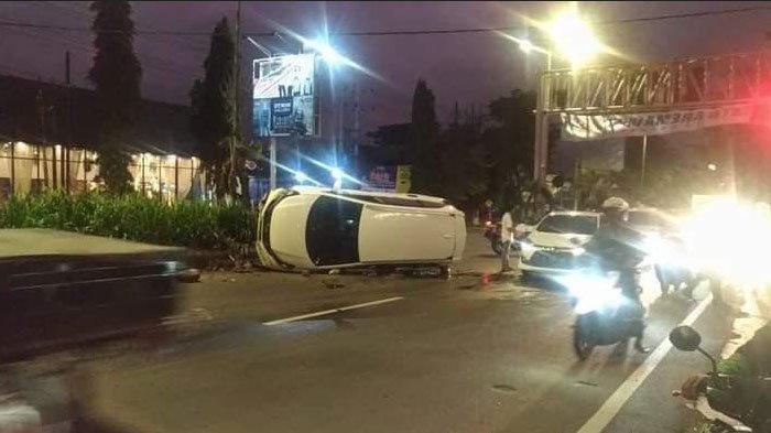 Honda Mobilio Terbalik di Jalan Balearjosari Malang, Sempat Hantam Pembatas Jalan, Penumpang Selamat