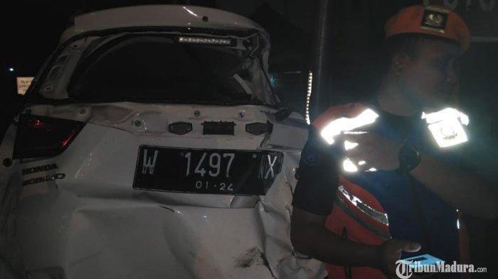 Mobilio Hancur usai DihantamKereta Api di Pasuruan, Pengemudi Diduga Tak Dengar Teriakan Warga