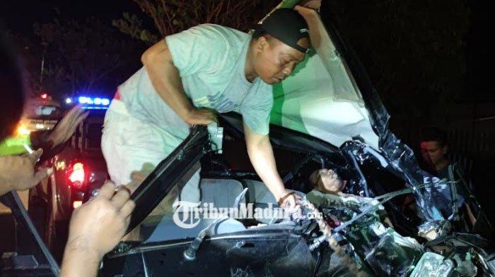 Berkecepatan Tinggi, Mobil Pikap Tabrak Truk parkir di Probolinggo, Pengemudi Tewas di Lokasi