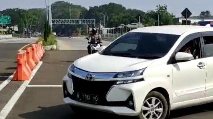 Pengendara Mobil Plat M Terobos Pos Penyekatan di Tol Malang, Dalih Tak Mau Diswab Karena Buru-Buru