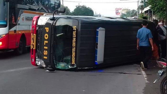 Mobil Sat Tahti Polres Tulungagung Terguling saat Mengirim 10 Tahanan, Polisi Beber Kronologinya